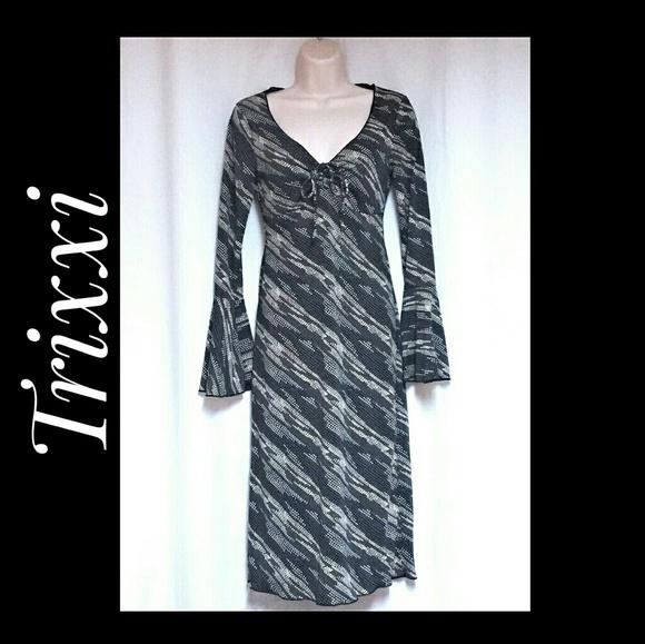 Trixxi Dresses & Skirts - Trixxi Dress Gray Black Bell Sleeves Size Small